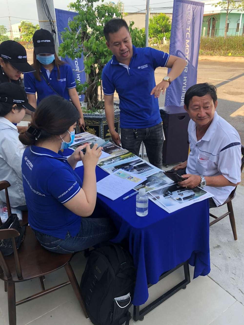 Trưng bày và giới thiệu Hyundai Accent tại Cafe Q-Tea Ma Lâm