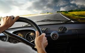 Nguyên nhân xe ô tô mất lái và cách xử lý an toàn