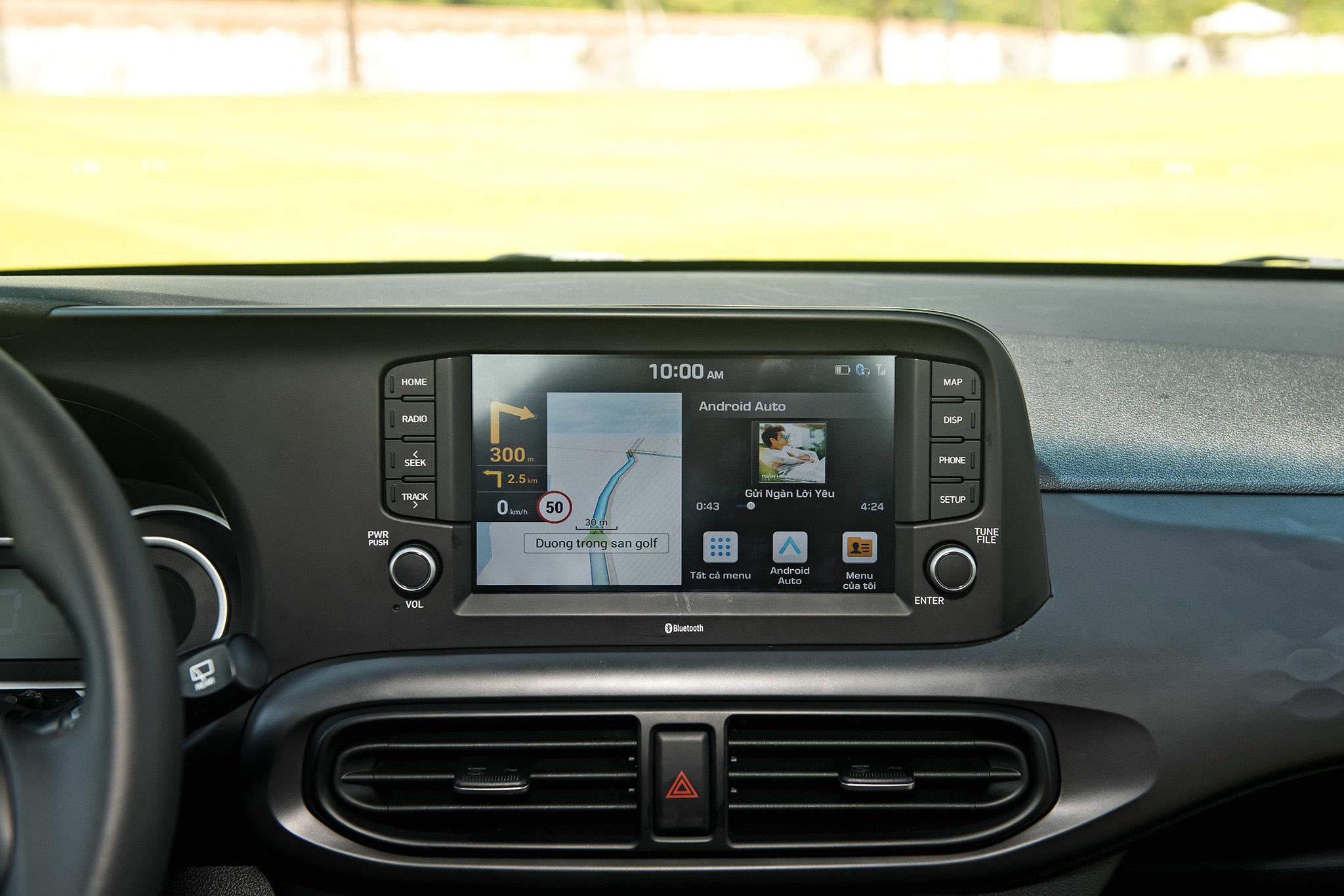 Chiếc xe nổi bật với màn hình cảm ứng trung tâm kích cỡ 8 inch đa chức năng